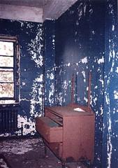 Dark Blue Room (CityOfDave) Tags: nyc newyorkcity abandoned bureau dorm urbanexploration dormitory rooseveltisland abandonedbuilding welfareisland centralnursesresidence