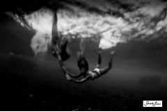 sarahlee_underwater_slow_shutter_6024.jpg (SARA LEE) Tags: abstract hawaii women underwater dusk motionblur slowshutter kona backround sarahlee seaclouds underwaterslowshutter hisarahlee sarahleephotography underwatermotionblur