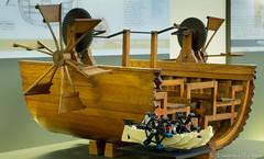 LEGO 20215 vs Barca a pale di Leonardo da Vinci