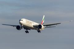 A6-ECR Emirates Boeing 777-31H(ER) on EK418 Dubai - Bangkok - Sydney 31/3/2014 (TonyJ86) Tags: travel plane aircraft aviation jet sydney australia landing emirates passenger boeing syd 777 airliner sydneyairport yssy 777300 77731h sydneykingsfordsmith a6ecr