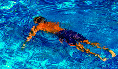 Swimmer, Ambarrukmo - Jogjakarta, Java (sparqx) Tags: blue pool canon indonesia java ripple swimmingpool tiles swimmer trunks jogjakarta submerged swimmingtrunks ambarrukmo waynewilliams sparqx ambarrukmohotel royalambarrukmohotel