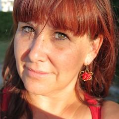 Regarder le ciel (nathaliedunaigre) Tags: selfportrait autoportrait eilahtan redhead ginger greeneyes yeuxverts regarderleciel red femme woman carré square