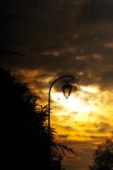 amiko (Amiko78) Tags: amiko pentax sunset wallpaper couché de soleil couchédesoleil lampadaire yvelinnes candelabre rue sun lune moon sunlight nuages amazing nuage