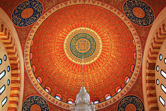 (Naim Moukarzel) Tags: mosque mohammadalamin moschea beirut libano lebanon arabic arabo color colore red rosso geometry geometria circle cerchio naim moukarzel march marzo 2017 ceiling soffitto architecture architettura