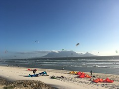 Wind surfers of Bloubergstrand (rjmiller1807) Tags: 2017 february tablemountain sea kitesurfers windsurfers blouberg bloubergstrand blaauwberg kites blue mountain capetown southafrica