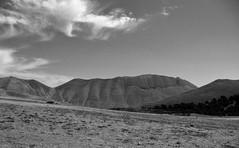 il Monte Vettore visto dall'alta Val di Canatra (alvaro-eye) Tags: montevettore vettore canatra valdicanatra mountain montagna sibillini montisibillini parconazionaledeimontisibillini bw blackandwhite biancoenero norcia umbria