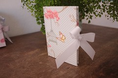 IMG_9729 (Large) (Mimos Art - Para mamães e noivas) Tags: lembrancinha nascimento aniversário chádebebê temajardim gaiolinha borboletas blocodeanotaçãolembrancinha