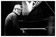 Alexander von Schlippenbach plays Monk @ Vortex Jazz Club, London, 20th April 2017 (fabiolug) Tags: alexandervonschlippenbach schlippenbach monk theloniousmonk piano pianoforte jazz intakt intaktfestival intaktrecords vortexjazzclub vortexjazz vortex london dalston music gig performance concert live livemusic leicammonochrom mmonochrom monochrom leicamonochrom leica leicam rangefinder blackandwhite blackwhite bw monochrome biancoenero zeisscsonnartf1550mmzm zeisszm50mmf15csonnar zeisscsonnar zeisssonnar zeiss sonnar 50mm sonnar50mm 50mmf15