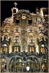 Casa Batlló ( Gaudí ) - Barcelona (Luisa Gila Merino) Tags: casabatlló barcelona nocturna gaudí gaudíbarcelona balcones ventanas arkitektur architecture architettura архитектура αρχιτεκτονική architectuur 架构 アーキテクチャ architektur architektura arkkitehtuuri ночь natt nocturnal nuit notte νύχτα noite nacht 夜 noční yö parvekkeet balkone balkóny 阳台 バルコニー balkons varandas μπαλκόνια балконы balconi balcons balconies balkonger fachada fasaden fasade facade façade facciata фасад πρόσοψη gevel 正面 ファサード fassade fasáda julkisivu iluminación valaistus osvětlení beleuchtung ライティング verlichting iluminação φωτισμόσ освещение illuminazione éclairage illumination belysning belleza paseodegracia