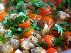 Red & Green (RoBeRtO!!!) Tags: rdpic red tomato green parsley clams oliveoil garlic pepper chili food pomodoro rosso pachino prezzemolo verde vongole oliodoliva aglio pepe peperoncino cibo sonyhx400v