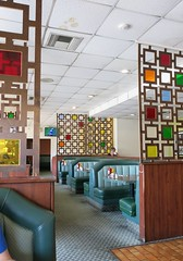 Lunch at Corky's - Before the Crowds Packed in for GOOGIE WORLD EXPO 2017 (hmdavid) Tags: corkys coffee shop coffeeshop restaurant googie shermanoaks california armetanddavis armet davis midcentury modern architecture 1950s 1960s losangeles roadside mod stanleyburkes screens