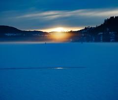 Sunset (simonpe86) Tags: deutschland sunset see himmel schwarzwald dusk rays sonnenstrahlen romantik romance beautiful blau sky blue titisee sonnenuntergang gefroren clouds