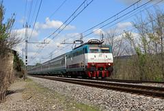 E444 112 in testa al 1589 (skatuba) Tags: fs trenitalia e444 1589 ic sabato tartaruga intercity