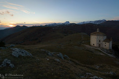 Tramonto dalla chiesa di Santa Maria della Pietà (EmozionInUnClick - l'Avventuriero's photos) Tags: gransasso santamariadellapietà chiesa panorama tramonto