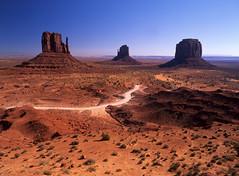 Monument Valley, Arizona (Ian Macfadyen) Tags: valley monumentvalley filmset themittens redsoil usa america arizona