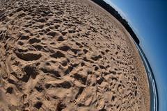 Spot the thongs (OzzRod) Tags: pentax k1 smcpentaxda1017mmf3545fisheye fisheye distortion beach sand footprints thongs flipflops cuttagee dailyinapril2017
