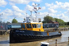 SWS Breda + Haven Seareach (1) @ KGV Lock 25-04-17 (AJBC_1) Tags: riverthames london ship boat vessel dlrblog england unitedkingdom uk ©ajc northwoolwich eastlondon newham londonboroughofnewham tug tugboat nikond3200 shipsinpictures barge royaldocks kgvlock kinggeorgevlock londonsroyaldocks docklands marineengineering swalshsonsltd swsbreda walsh damen cranebarge havenseareach damenmulticat2611 red7marine