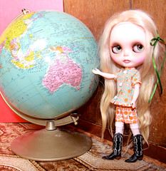 Blythe Network News (BNN)  Babette - Reporter in Training Next to Australia!