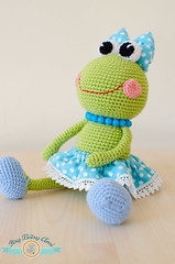 Sara, The Little Frog (ItsyBitsyAmi) Tags: pink blue green wool big eyes nikon ballerina shoes dress crochet polka frog yarn bow dots amigurumi tutu broscuta d7000