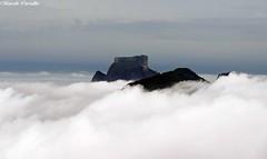 Nas nuvens (FM Carvalho) Tags: brazil cloud rio brasil riodejaneiro shot sony cybershot da nuvem pedra sonycybershot cyber gvea pedradagvea hx9v sonyhx9v