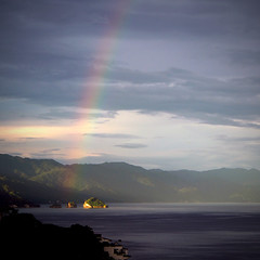 ... a pot of gold (uteart) Tags: mexico islands rainbow puertovallarta mismaloya losarcos amapas utehagen uteart apotofgold blinkagain olympusomdem5 copyrightutehagen2013allrightsreserved puertovallartabahiadebanderasjalisco
