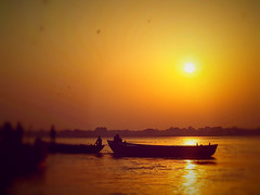 Dream Sunrise - Amanecer de sueo (EXPLORE 25/10/13) (*atrium09) Tags: people sun india sol beautiful rio sunrise landscape boats botes fisherman dof dream paisaje personas explore hermoso sueo ganges pescadores benares amacer atrium09 rubenseabra  gag
