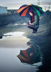 Umbrella (Nella Berry) (sepulpr) Tags: espaa water rain arcoiris umbrella lluvia model agua cloudy modelo toledo rainy paraguas charco nuboso
