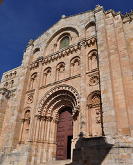 Portada Sur de la Catedral de Zamora. (lumog37) Tags: architecture arquitectura puerta cathedrals romanesque catedrales romnico