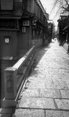 140211_019 (tohru_nishimura) Tags: leica japan kyoto gion shijo leicam42 summicron352