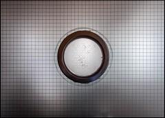 20170208-004 (sulamith.sallmann) Tags: glas glass glasscheibe kreis raster scheibe berlin deutschland deu sulamith sallmann