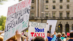 2017.04.15 #TaxMarch Washington, DC USA 02428 (tedeytan) Tags: pennsylvaniaavenue resistance taxmarch taxmarchdc taxmarcdc trumpchicken trumpinternationalhotel donaldtrump protest uscapitol washington dc unitedstates geo:city=washington exif:focallength=869mm exif:make=sony exif:model=ilce6300 geo:state=dc geo:country=unitedstates camera:model=ilce6300 exif:isospeed=100 exif:aperture=ƒ63 camera:make=sony exif:lens=e18200mmf3563
