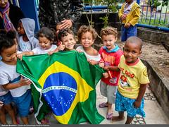 Garantia da Lei e da Ordem (Exército Brasileiro - www.eb.mil.br) Tags: bandeiradobrasil crianças