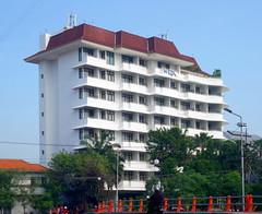 Hotel Weta Internasional (Everyone Sinks Starco (using album)) Tags: building gedung arsitektur architecture surabaya eastjava jawatimur hotel