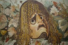 Theatermasker (Inklaar) Tags: fujifilmx100 museoarcheologiconazionaledinapoli inklaar:see=all napels masker mozaïk italië 2017 campania campanië italia italy mann naplesnationalarchaeologicalmuseum napoli x100 mask mosaic it