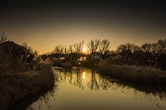 al calar del sole... (paolotrapella) Tags: tramonto sunset acqua riflessi