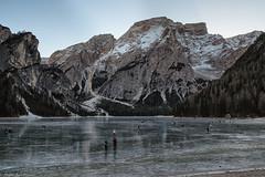 Pattinatori sul ghiaccio (cesco.pb) Tags: lagodibraies dolomiten dolomiti dolomites sudtirol altoadige alps alpi crodadelbecco italia italy canon canoneos60d tamronsp1750mmf28xrdiiivcld inverno winter ghiaccio ice lago lake