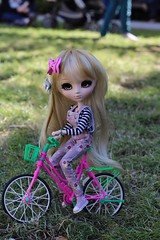 Biking 🚴♀️ (Juju DollPassion) Tags: riding vélo bike custo custom dolls leeke favoriteribbon doll pullip