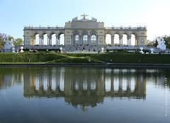 Gloriette (Marie Kappweiler) Tags: austria vienna wien vienne schönbrunn gloriette reflets spiegelung reflection réflexion architecture architektur teich water eau étang pond 7dwf