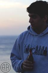 (alexrf96) Tags: alexrf96 aleruiz alexruiz alejandroruiz alejandroruizfernándezdeangulo photo photograph foto fotografía canon canonista cádiz andalucía andalusia españa spain retrato portrait man boy hombre chico beer cerveza cruzcampo playa beach mar sea water agua cielo sky puestadesol sunset zaharadelosatunes tarifa barbate farodecamarinal
