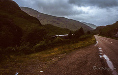 The Train # 061 # Minox GT Diafilm - 1985 (irisisopen ☼f/8☀︎∑≦light) Tags: minox gt golf dia diafilm colorslide farbe color analog schottland scotland highland wolken regen rain irisisopen zug train