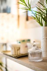 bibelo (Guillaume Levelu) Tags: grosplan objet decoration plantes luminaire interieur vaisselle vase tasse