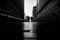 the couple (moltofredo) Tags: bw black white sw schwarz weiss noiretblanc monochrome street streetlife streetphotography silhouette human urban perspektive perspective