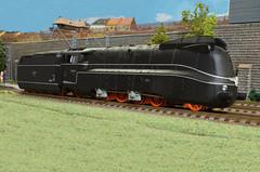 DRG BR 19 1001 - Brawa (Stig Baumeyer) Tags: drg deutschereichsbahn steamlocomotive damplok dampflokomotive ånglok damplokomotiv scalah0 scala187 187 h0 h0skala h0scale echelleh0 echelle187 modelleisenbahn modelljernbane modelljärnväg modelrailway diorama h0layout ferromodellismo brawa brawah0 brawa187 drgbr19 baureihe19 br19 br191001 baureihe191001 henschel streamliner stromlinienlokomotive