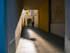 street colors (alain.winterberger) Tags: street streetphotography streetart colors couleur bleu blue jaune yellow people rue switzerland suisse schweiz svizerra tessin ticino lugano lumix gx80