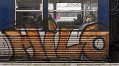 MANQUE LE U SUR LA PHOTO (nARCOTO) Tags: graffitis graff graffiti train transilien paris