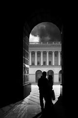 Пара / Couple (spoilt.exile) Tags: украина киев майдан стелла арка небо чб чернобелое контраст монохром пара мужчина женщина тень ukraine kiev kyiv maidan stell arch sky bw blackandwhite contrast monochrome couple man woman shadow