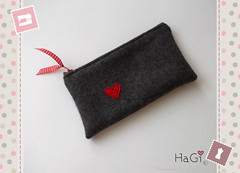 wallet handbag shoulderbag mobilephonecosy dockingstation... (Photo: HaGi by Herzig♥Genaehtes on Flickr)