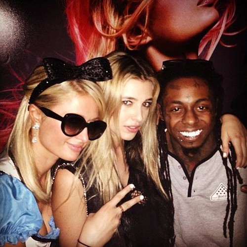 Video Lil Wayne performs Love Me at Paris Hilton Birthday party
