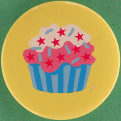 cup cake (Leo Reynolds) Tags: canon eos iso100 pin badge button squaredcircle 60mm f80 0125sec 40d hpexif groupbuttons grouppins groupbadges xleol30x sqset097 xxx2013xxx