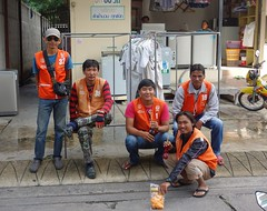 motorcycle taxi drivers (the foreign photographer - ฝรั่งถ่) Tags: men thailand five bangkok taxi laundry motorcycle drivers bangkhen